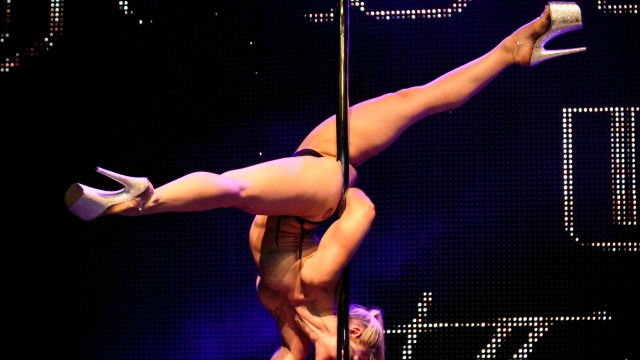 Julia Pole Dance